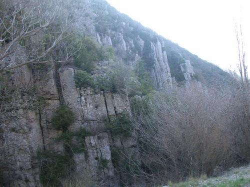Couches calcaires dressées à Léoux