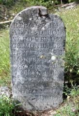 Une pierrre tombale du cimetière